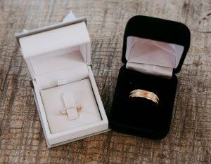 Verschil tussen een verlovingsring en een trouwring